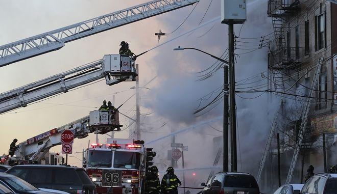 Δώδεκα τραυματίες από πυρκαγιά στο Μπρονξ