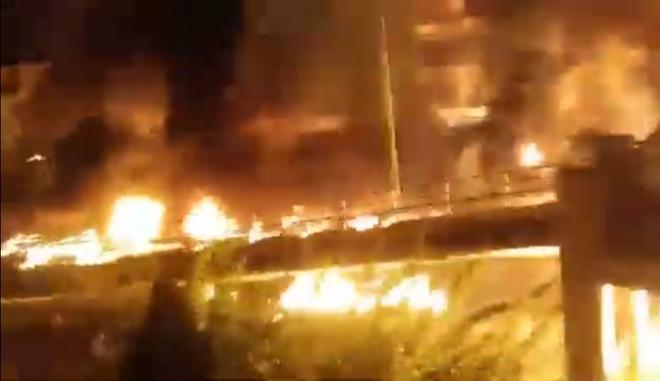 Φωτιές και μολότοφ στον Νέο Κόσμο
