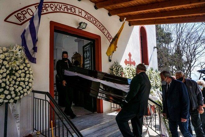 Κηδεία Καραϊβάζ- Συγκλονίζει ο 19χρονος γιος του: