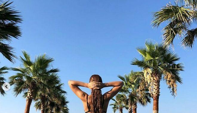 Η Ελένη Φουρέιρα συνεχίζει να ανεβάζει τη θερμοκρασία