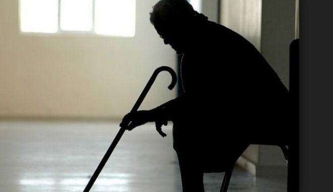Συμμορία είχε ρημάξει ανήμπορους ηλικιωμένους μέσα στα σπίτια τους