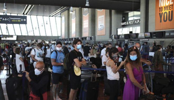 Εικόνες συνωστισμού στο αεροδρόμιο Χίθροου