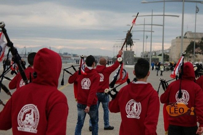 Άραβες πρόσκοποι παιάνιζαν το 'Μακεδονία ξακουστή' παρελαύνοντας μπροστά από το άγαλμα του Μ. Αλεξάνδρου