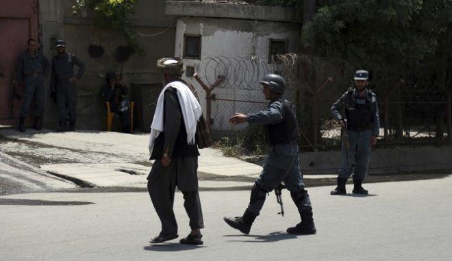 Επίθεση αυτοκτονίας στην Καμπούλ - Τουλάχιστον 8 νεκροί