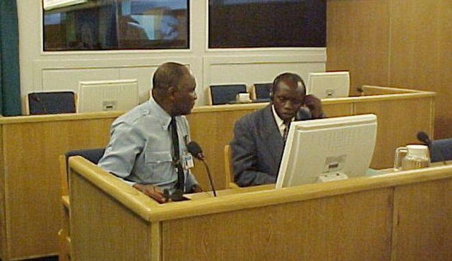 O Ογκουστίν Μπιζιμάνα το 2002 στο δικαστήριο των Ηνωμένων Εθνών