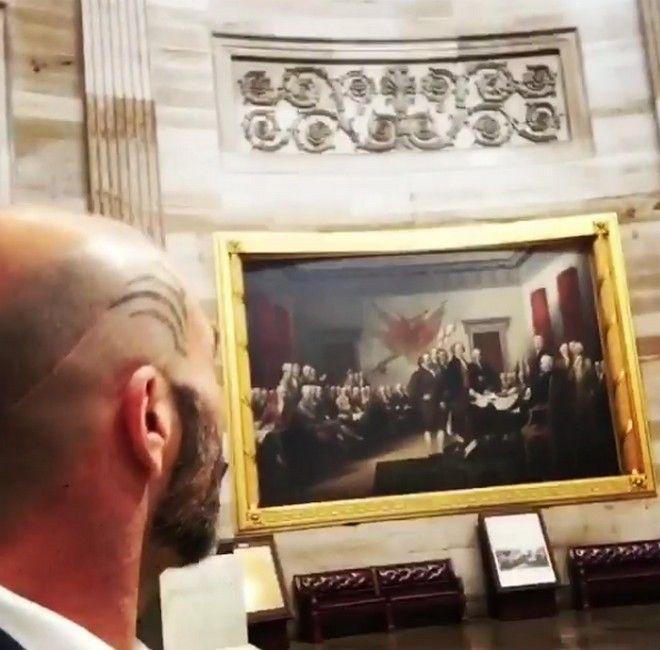 Ο τραγουδιστής Βαλάντης στην ορκωμοσία του Ντ. Τραμπ (Βίντεο)