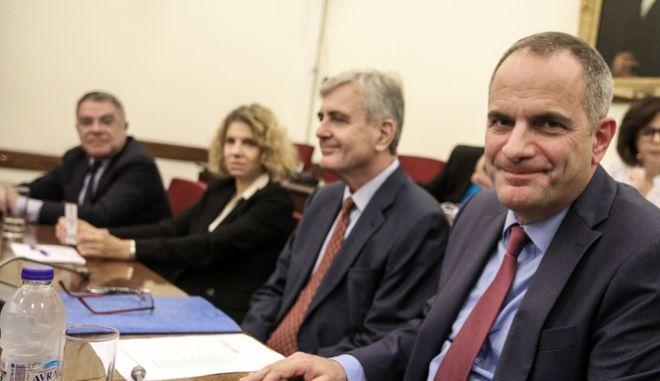 Ακρόαση από τα μέλη της Επιτροπής Θεσμών και Διαφάνειας της Βουλής των προτεινομένων, από τον Υφυπουργό παρά τω Πρωθυπουργώ, Στέλιο Πέτσα, Κωνσταντίνου Ζούλα, Γεωργίου Γαμπρίτσου, Νικόλαου Ελματζιόγλου και Ιωάννας Στεφανάκη, για διορισμό στις θέσεις Προέδρου, Διευθύνοντος Συμβούλου και δύο μελών του Διοικητικού Συμβουλίου της ΕΡΤ