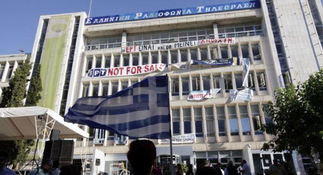Ένατη μέρα κατάληψης του ραδιομεγάρου της ΕΡΤ την Τετάρτη 19 Ιουνίου 2013, από τους εργαζόμενους που αντιδρούν στο αιφνίδιο λουκέτο στην δημόσια ραδιοτηλέοραση. Τα βλέμματα των εργαζομένων της ΕΡΤ στρέφονται και πάλι στο Συμβούλιο της Επικρατείας, αφού την Πέμπτη 20/6 το απόγευμα, συζητείται κεκλεισμένων των θυρών στην επιτροπή αναστολών της Ολομέλειας του ΣτΕ, η αίτηση της ΠΟΣΠΕΡΤ για την αναστολή της απόφασης για το κλείσιμο της Δημόσιας Ραδιοτηλεόρασης. (ΕUROKINISSI/ΠΑΝΑΓΟΠΟΥΛΟΥ ΓΕΩΡΓΙΑ)
