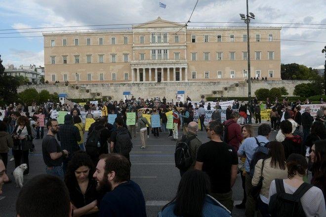 Συγκέντρωση διαμαρτυρίας στην Πλατεία Συντάγματος έξω από την Βουλή ενάντια στο περιβαλλοντικό Νομοσχέδιο της κυβέρνησης