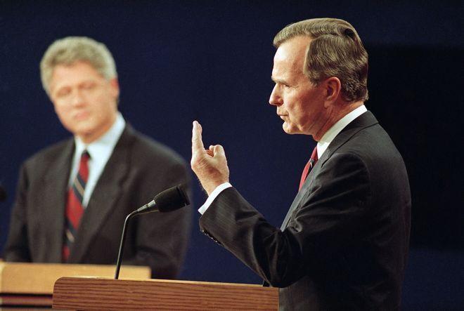 Με τον Μπιλ Κλίντον κατά τη διάρκεια προεκλογικού debate το 1992
