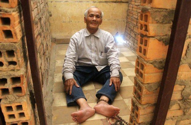 Πώς 2 άνθρωποι επιβίωσαν σε μια φυλακή όπου βασανίστηκαν και πέθαναν 12.000