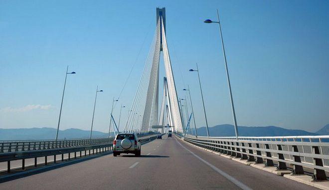 Άκαρπες οι έρευνες για τον εντοπισμό της γυναίκας που έπεσε από τη γέφυρα Ρίου-Αντιρρίου