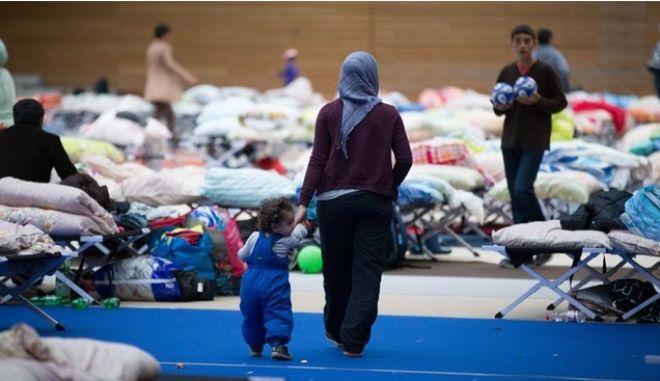 Σκληραίνει τη στάση στο προσφυγικό το CDU. Τι αποκαλύπτει μυστικό έγγραφο