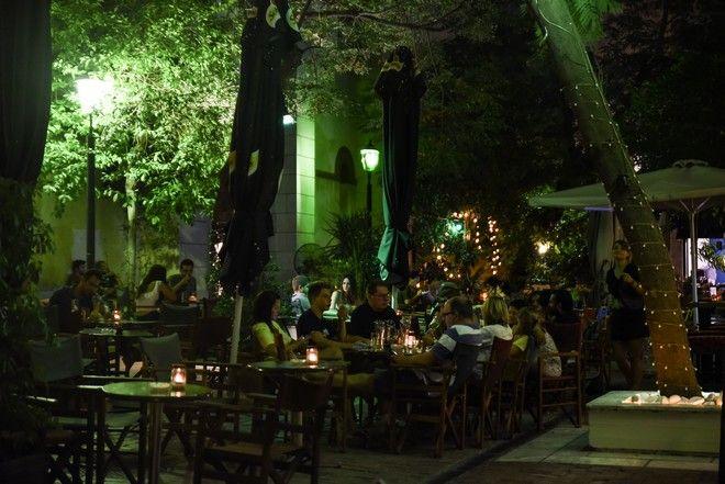 Στιγμιότυπα από νυχτερινή βόλτα στα πανέμορφα σοκάκια της Αθήνας