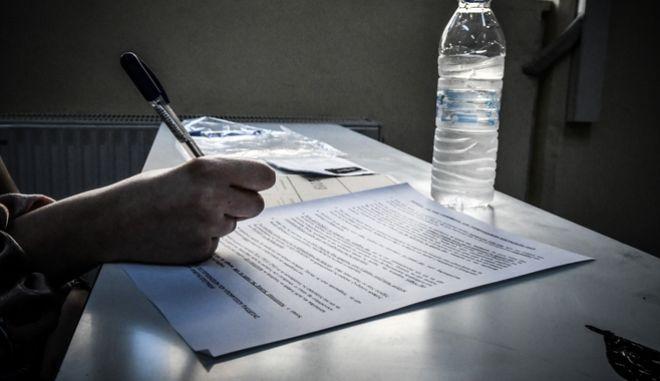 Πανελλήνιες εξετάσεις (EUROKINISSI/ΤΑΤΙΑΝΑ ΜΠΟΛΑΡΗ)