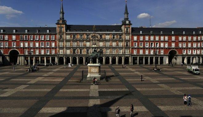 Η Πλάθα Μαγιόρ στο κέντρο της Μαδρίτης εν μέσω πανδημίας του κορονοϊού