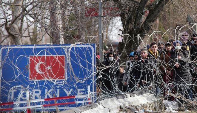 Μετανάστες και οι πρόσφυγες στα σύνορα μεταξύ Ελλάδας και Τουρκίας στον Έβρο.