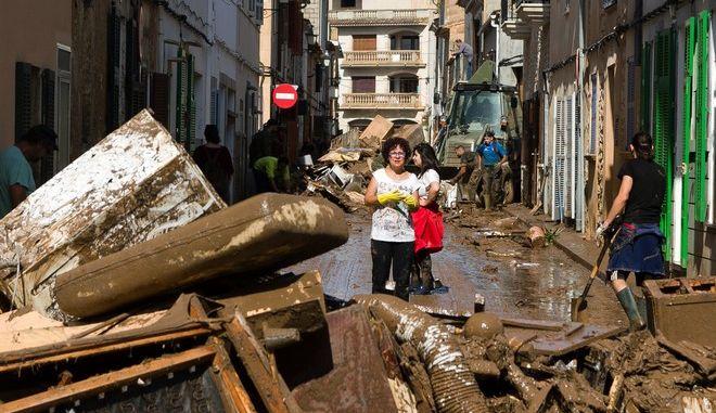 Φονικές πλημμύρες πλήττουν τη Μαγιόρκα στην Ισπανία