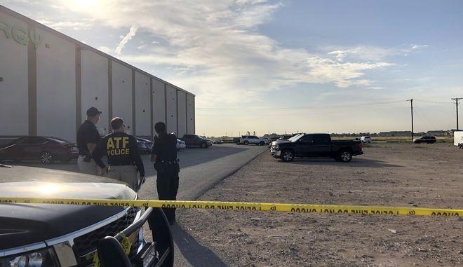 Εικόνα από το πάρκινγκ κινηματογράφου όπου οι αρχές σκότωσαν τον ένοπλο στην Οντέσα του Τέξας