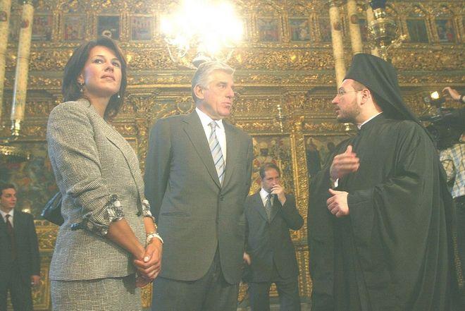 Φωτογραφία από την επίσκεψη του ζεύγους Παπαντωνίου στο Οικουμενικό Πατριαρχείο στην Κωνσταντινούπολη το 2002