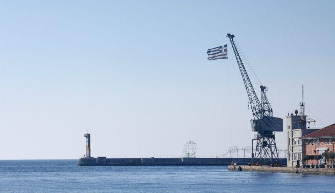 Τι κρατάει τους Έλληνες εφοπλιστές μακριά από την Ελλάδα;