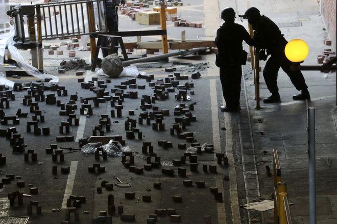 Καρέ από το Πολυτεχνείο του Χονγκ Κονγκ που βρισκόταν υπό κατάληψη από διαδηλωτές επί 11 ημέρες