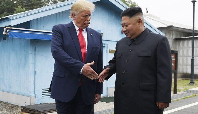 Ο Αμερικανός Πρόεδρος Ντόναλντ Τραμπ και ο ηγέτης της Βόρειας Κορέας Κιμ Γιονγκ Ουν