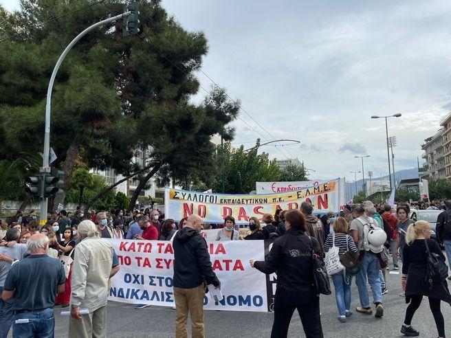 Η Κεραμέως έβγαλε χιλιάδες εκπαιδευτικούς στους δρόμους
