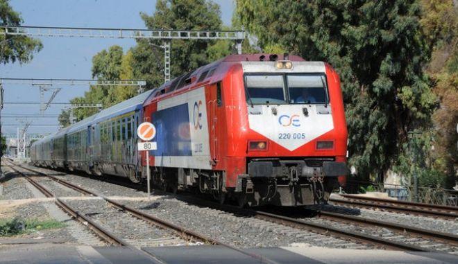 Ένας νεκρός σε σύγκρουση αυτοκινήτου με τρένο στη Λάρισα