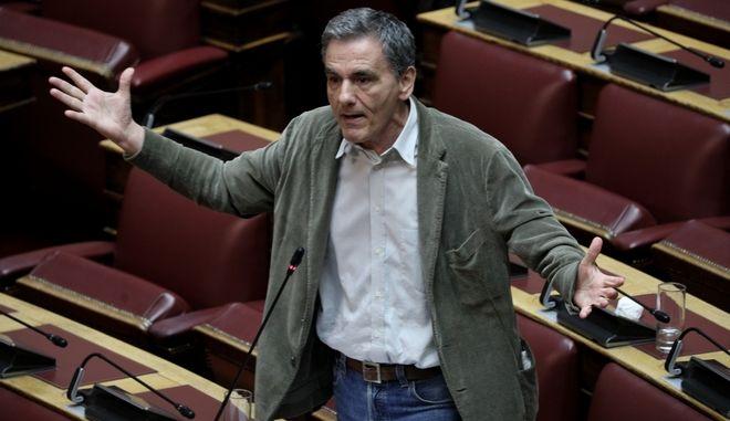 Να πετύχει παράταση προστασίας πρώτης κατοικίας και να συνταχθεί με τις θέσεις Ιταλίας-Ισπανίας στο Eurogroup, ζητά από τον Χρήστο Σταϊκούρα ο Ευκλείδης Τσακαλώτος. (EUROKINISSI/ΓΙΑΝΝΗΣ ΠΑΝΑΓΟΠΟΥΛΟΣ)