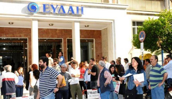 """Κομισιόν: """"Το νερό είναι δημόσιο αγαθό. Ως εκ τούτου είναι δικαίωμα των ελληνικών αρχών αν θα ιδιωτικοποιηθούν ΕΥΔΑΠ και ΕΥΑΘ"""""""