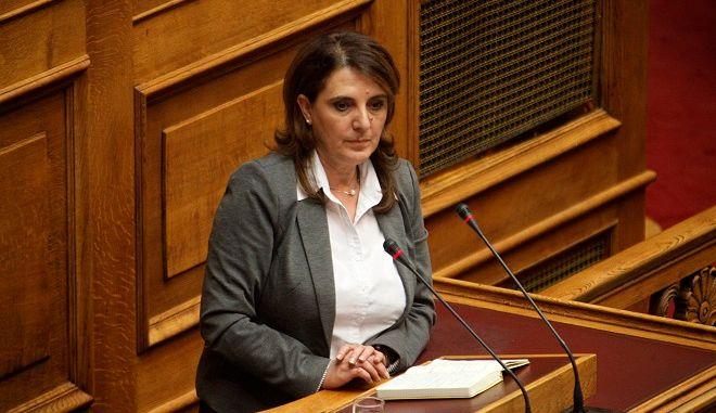 Η βουλευτής του ΣΥΡΙΖΑ Ολυμπία Τελιγιορίδου στην Ολομέλεια ατης Βουλής, την Κυριακή 22 Μαΐου 2016.