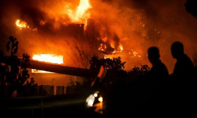 Στιγμιότυπο από τη φωτιά στο Μάτι (φωτογραφία αρχείου)