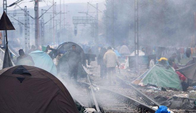 Στιγμιότυπο από τον καταυλισμό των προσφύγων στην Ειδομένη την τρίτη 15 μαρτίου 2016. (ΜΟΤΙΟΝΤΕΑΜ/ΒΑΣΙΛΗΣ ΒΕΡΒΕΡΙΔΗΣ)