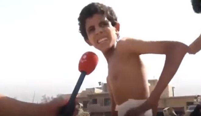 Η φρίκη του πολέμου. Το σκελετωμένο αγοράκι που κρυβόταν σε υπόγειο της Μοσούλης
