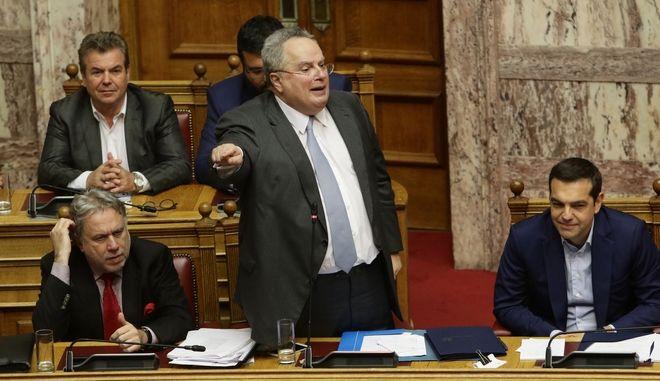 Ο υπουργός Εξωτερικών μιλά στη Βουλή - Τρίτη ημέρα συζήτησης της πρότασης μομφής που κατέθεσε η ΝΔ εναντίον της κυβέρνησης