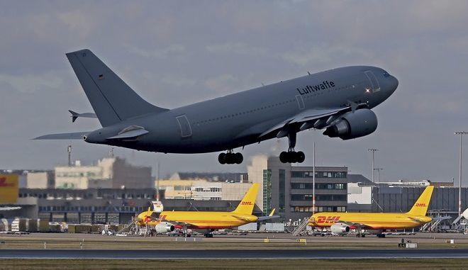 Αεροπλάνο της γερμανικής αεροπορίας αναχωρεί προς την Κίνα  για να μεταφέρει Γερμανούς πολίτες έξω από την κινεζική επαρχία Hubei