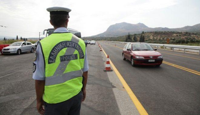 Ο υπουργός Υποδομών, Μεταφορών και Δικτύων, Μιχάλης Χρυσοχοΐδης, επισκέφθηκε την Πέμπτη 7 Αυγούστου 2014 τα εν εξελίξει έργα της Ολυμπίας Οδού. Ο υπουργός ΥΠΟΜΕΔΙ ενημερώθηκε για την πορεία εκτέλεσης των έργων και θα παραδώσει στην κυκλοφορία το τμήμα Αρχαία Κόρινθος -Ζευγολατιό, μήκους 6,5 χλμ.  (EUROKINISSI/ΓΕΩΡΓΙΑ ΠΑΝΑΓΟΠΟΥΛΟΥ)