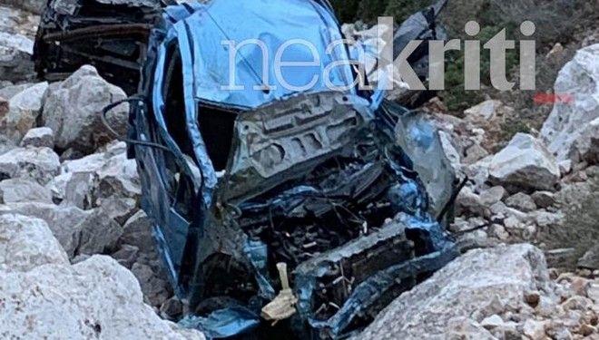 Κρήτη: Σοκαριστικές εικόνες από το ΙΧ που έπεσε σε γκρεμό με μητέρα και δύο παιδιά