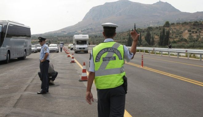 Φωτό αρχείου: Τροχονόμος σε εθνική οδό