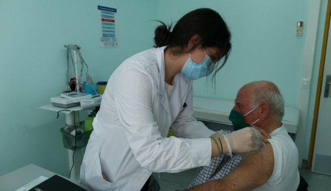 Στιγμιότυπα από εμβολιασμούς