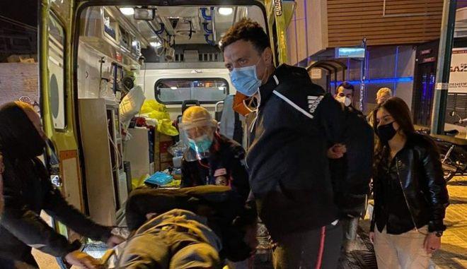 Κικίλιας: Βοήθησε μητέρα και γιο που έπεσαν θύματα τροχαίου στο Γκάζι