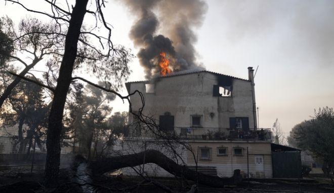 Στις φλόγες σπίτι στη Βαρυμπόμπη.