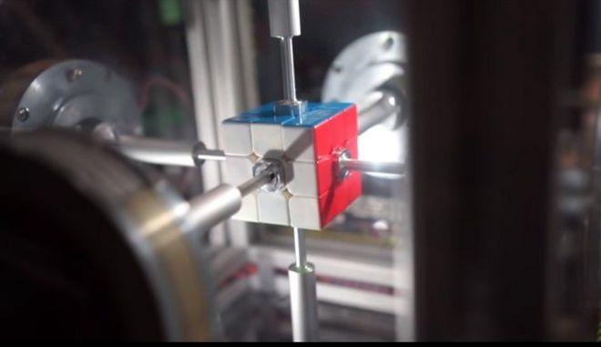 Παγκόσμιο ρεκόρ: Ρομπότ έλυσε τον κύβο του Ρούμπικ σε 0,38 χιλιοστά του δευτερολέπτου