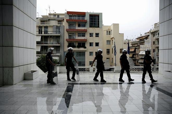 Συγκέντρωση συμπάραστασης έξω από το Πενταμελές Εφετείο Αναστολών Αθήνας, όπου εκδικάζεται η αίτηση της Ηριάννας για αναστολή εκτέλεσης της πρωτόδικης ποινής, την Δευτέρα 17 Ιουλίου 2017. (EUROKINISSI/ΣΤΕΛΙΟΣ ΜΙΣΙΝΑΣ)