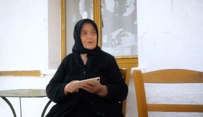 """Η """"σούπερ"""" γιαγιά από τον Ημιμαραθώνιο Κρήτης"""