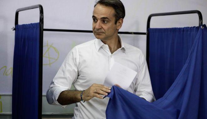 Ο Κυριάκος Μητσοτάκης κατά την εκλογική διαδικασία, 2019