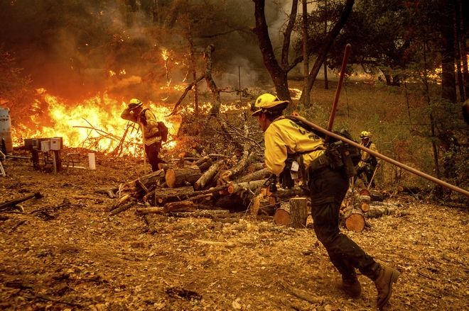 Firefighters battle the Glass Fire burning in Calistoga, Calif., on Sunday, Sept. 27, 2020. (AP Photo/Noah Berger)