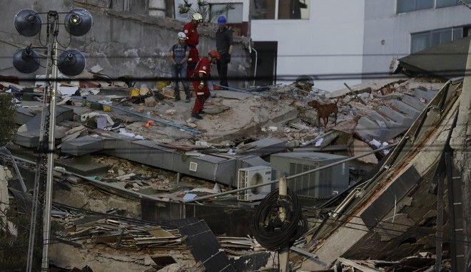Σεισμός στο Μεξικό: Εκατοντάδες νεκροί από τα 7,1 Ρίχτερ. Ψάχνουν στα συντρίμμια για επιζώντες