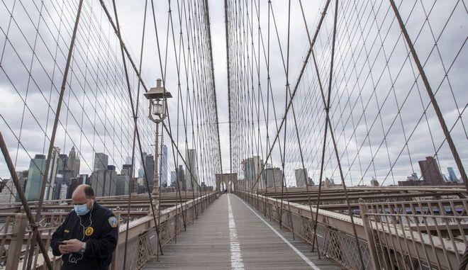 Η γέφυρα του Μπρούκλιν στη Νέα Υόρκη εν μέσω πανδημίας κορονοϊού
